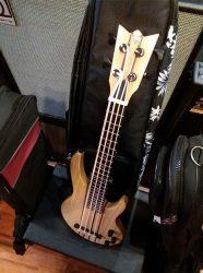 Ukulélé bass de chez Mahalo